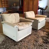 2 Vitsoe lounge chairs